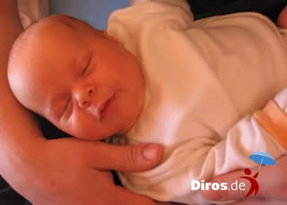 Малыш и папа в манеже