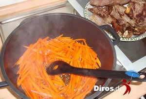 Плов  - обжаренное мясо вытаскиваем, ложим лук и обжариваем