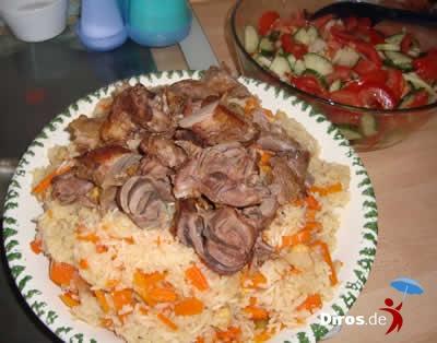 Плов со свежим салатом ...